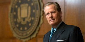 """THE LOOMING TOWER -- """"Losing My Religion"""" - Episode 102 - Following the simultaneous embassy bombings in Kenya and Tanzania, the FBI begins its investigation on the ground while the CIA starts working on a retaliation plan. John O'Neill (Jeff Daniels), shown. (Photo by: JoJo Whilden/Hulu)"""