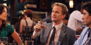 """How I Met Your Mother ecco come è nato il """"leggendario"""" tormentone di Barney"""