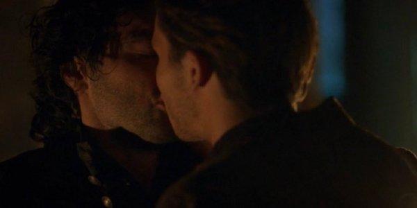 leonardo serie tv bacio gay