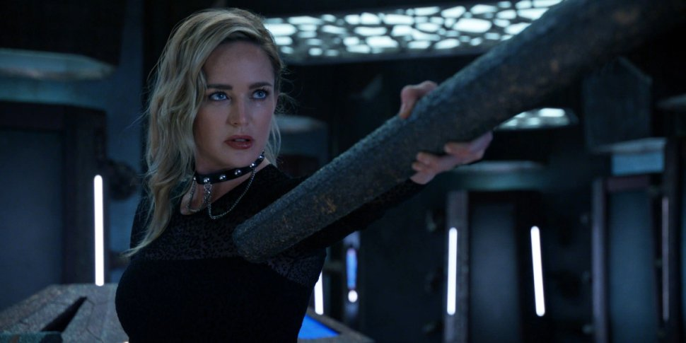 "Legends of Tomorrow 6x01 ""Ground Control to Sara Lance"": la recensione"