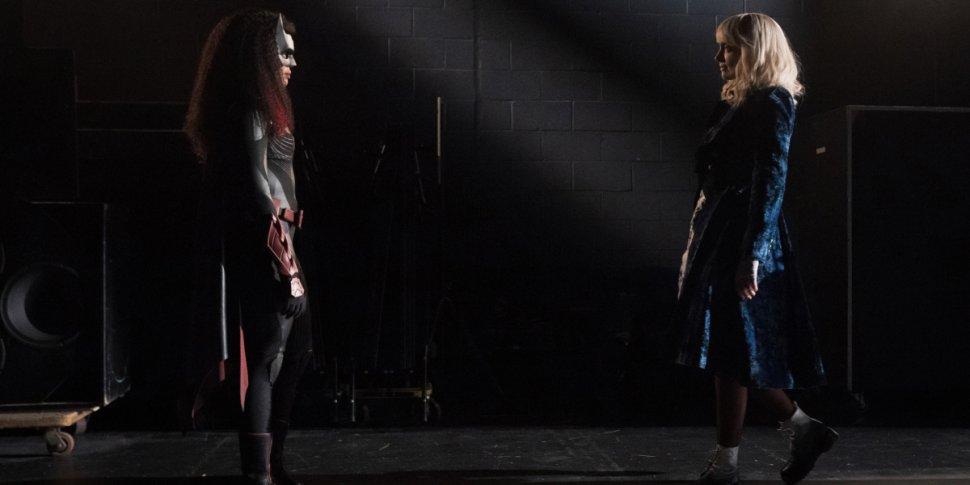 "Batwoman 3x01 ""Mad as a Hatter"": la recensione"