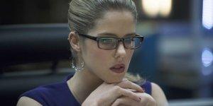 Arrow: Stephen Amell condivide un video realizzato durante l'ultimo giorno sul set di Emily Bett Rickards
