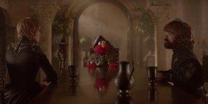 Game of Thrones: Elmo di Sesame Street insegna l'importanza del rispetto a Cersei e Tyrion!