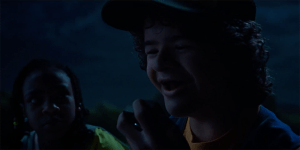 Stranger Things: ecco la versione integrale dell'epico momento musicale di Dustin!