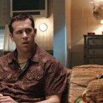 Stoned Alone: Ryan Reynolds produrrà una nuova versione VM di Mamma ho Perso l'Aereo
