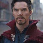 """Avengers: Infinity War, ecco l'attore che ha """"interpretato"""" il mantello di Doctor Strange"""
