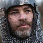 Outlaw King: Chris Pine è Roberto I di Scozia in una nuova immagine del film Netflix