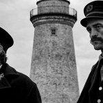 The Lighthouse: Robert Pattinson e Willem Dafoe nella prima immagine del nuovo film di Robert Eggers