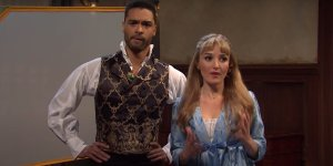 Bridgerton, Regè-Jean Page è di nuovo il Duca di Hastings nell'esilarante video del SNL