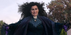 Kathryn Hahn - costume Agatha