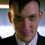Gotham: Robin Lord Taylor mostra per la prima volta il cilindro del Pinguino