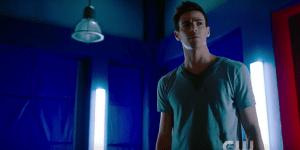 Elseworlds: nel nuovo trailer Barry Allen è… Green Arrow!