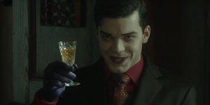 """Gotham 5×07: Jeremiah tortura Bruce nel trailer dell'episodio intitolato """"Ace Chemicals"""""""