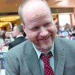 Justice League: Joss Whedon si attira le critiche dei fan per colpa del like a un tweet negativo su Steppenwolf