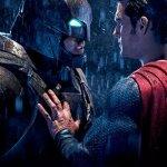 Batman v Superman: Henry Cavill è l'Uomo d'Acciaio in una nuova foto dal backstage