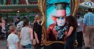 Johnny Depp stupisce i visitatori di Disneyland nei panni del Cappellaio Matto!