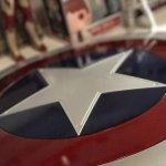 Captain America: le nostre foto dello scudo Marvel Legends della Hasbro!