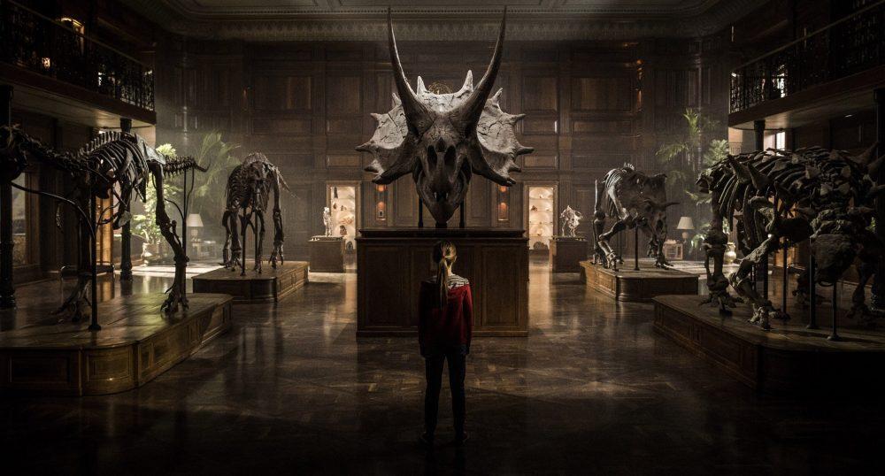 Colin Trevorrow svela la prima enigmatica foto ufficiale di Jurassic World 2
