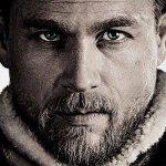 King Arthur: il Potere della Spada, Charlie Hunnam protagonista del nuovo poster italiano