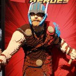 Comic-Con 2017: Le enormi statue LEGO di Luke Skywalker, Flash e Thor!