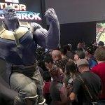 D23 Expo: Avengers: Infinity War, ecco la statua di Thanos!