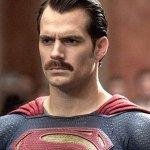 Justice League: la Warner aveva proposto alla Paramount la copertura delle spese per i baffi digitali di Henry Cavill