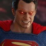 Justice League: ecco la figure in scala 1:6 di Superman targata Hot Toys