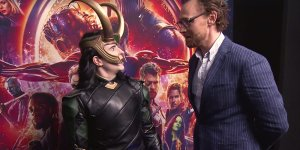 Avengers: Infinity War: Tom Hiddleston sorprende 5 cosplayer di Loki durante un evento promozionale