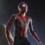 Spider-Man: Far From Home, Spidey salva MJ con il nuovo costume nelle nuove foto dal set