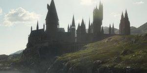 Animali Fantastici: I Crimini di Grindelwald, il ritorno a Hogwarts in una nuova featurette sottotitolata
