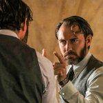 """Animali Fantastici, David Yates allude a momenti """"sensuali"""" con Silente e Grindelwald"""
