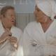 Amici Come Prima: un bizzarro dispositivo per il pene nella clip del film con Christian De Sica e Massimo Boldi