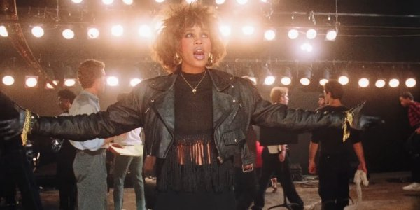whitney houston in arrivo il biopic