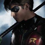 Titans: il Bat-segnale nelle nuove foto dal set