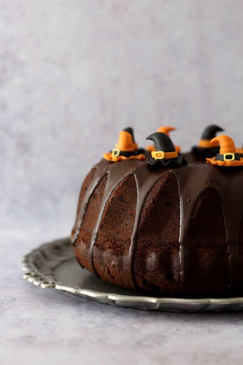 Schwarzer Hexenkuchen für Halloween