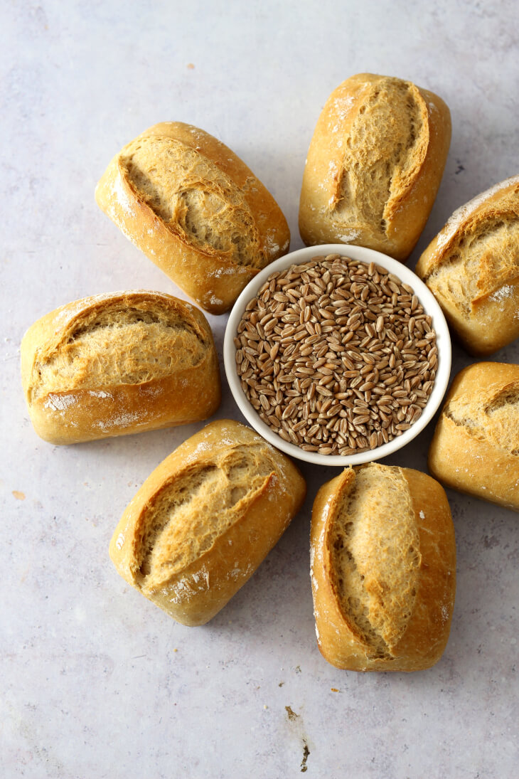 Dinkelbrötchen Rezept | bäckerina.de