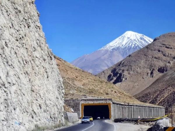 Mount Damawand mit Schnee