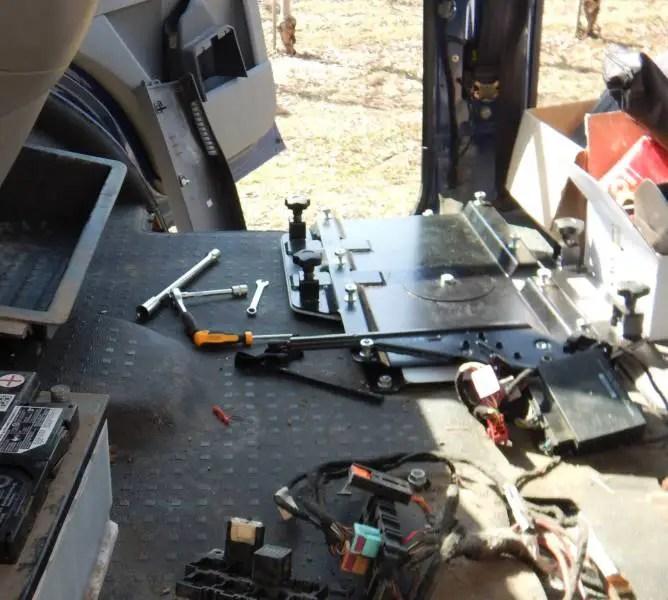 Die eingebaute Drehkonsole für die Doppelsitzbank.