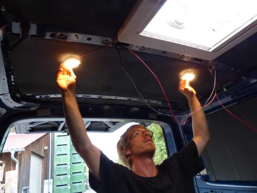 Anschließen der Elektronik im Camper. Der Elektrik Ausbau im Wohnmobil