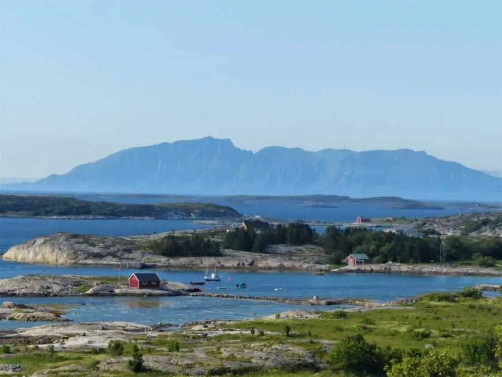 Küstenlandschaft am Kystriksveien. Unterwegs mit dem Camper durch Skandinavien.