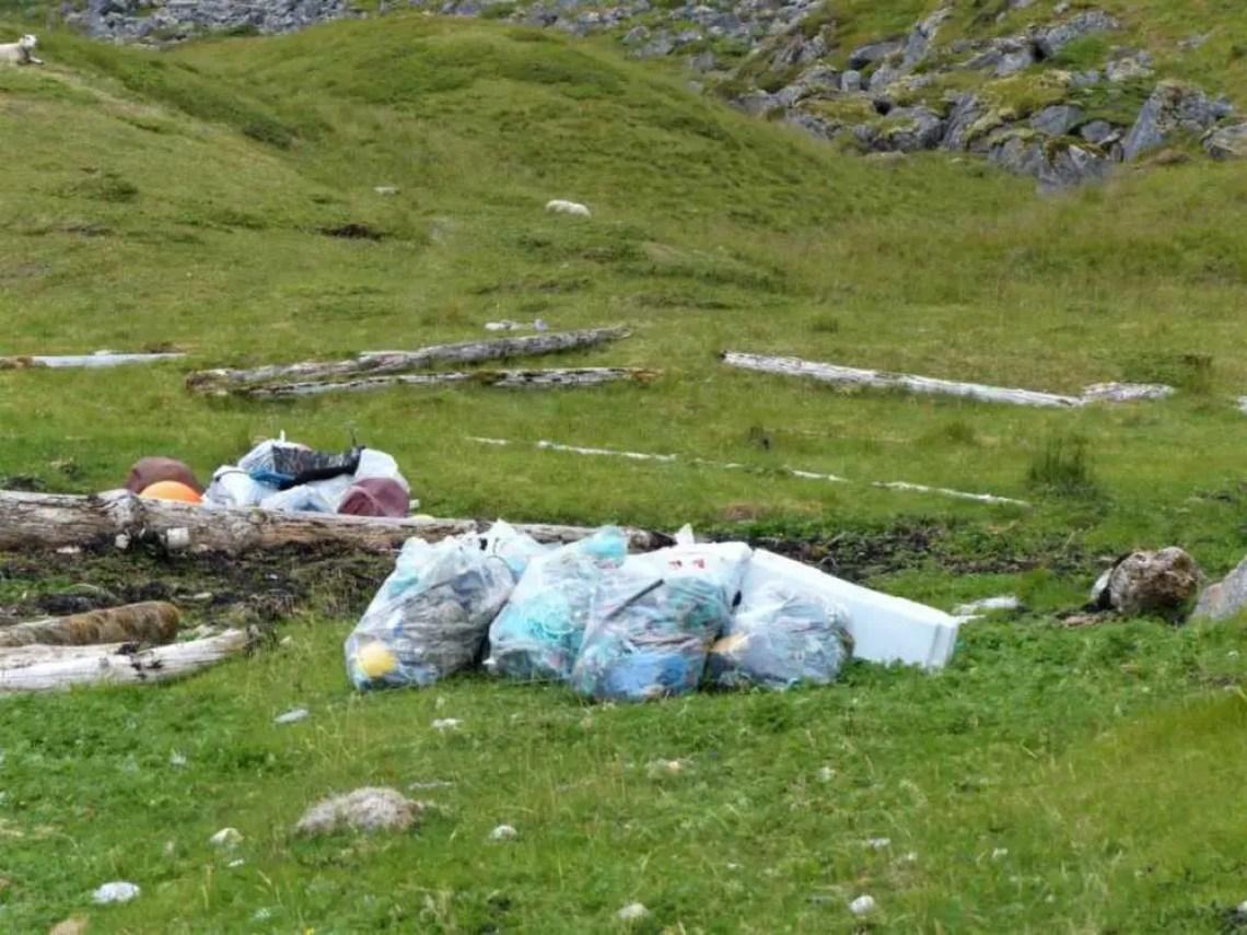 Müll am Strand in Norwegen