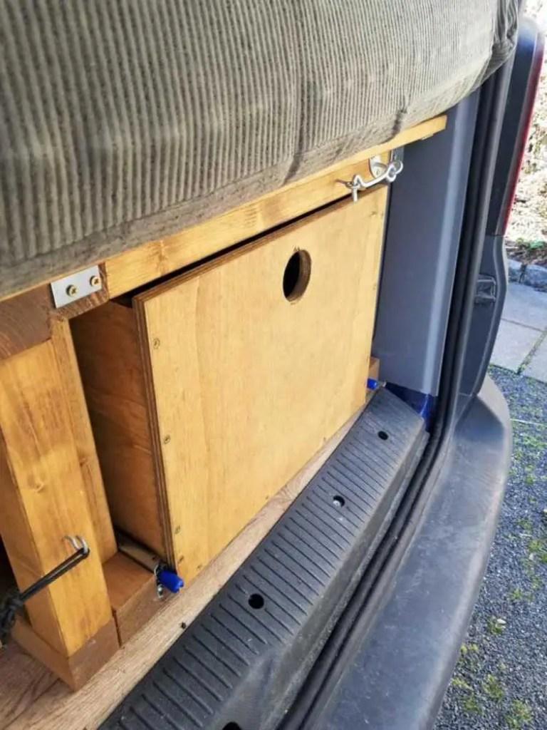 Schublade unter dem Bett in den Camper bauen