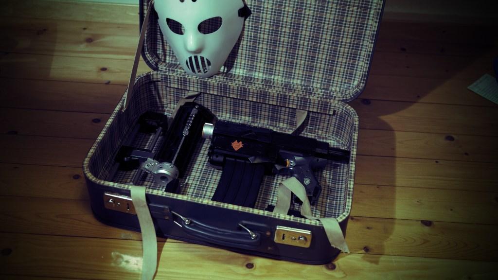 Nerfkoffer mit Recon und Maske