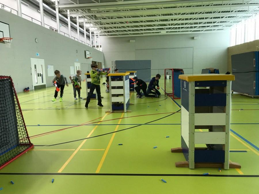 Ferienplausch Hittnau: Nerfevent in einer Turnhalle