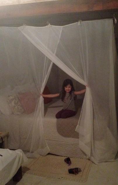 """A Cacá amou a """"cama de princesa"""" hihihi"""