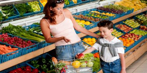 Aproveite e leve seus filhos junto com você na feira. Já ajuda na apresentação e incentiva o consumo :)