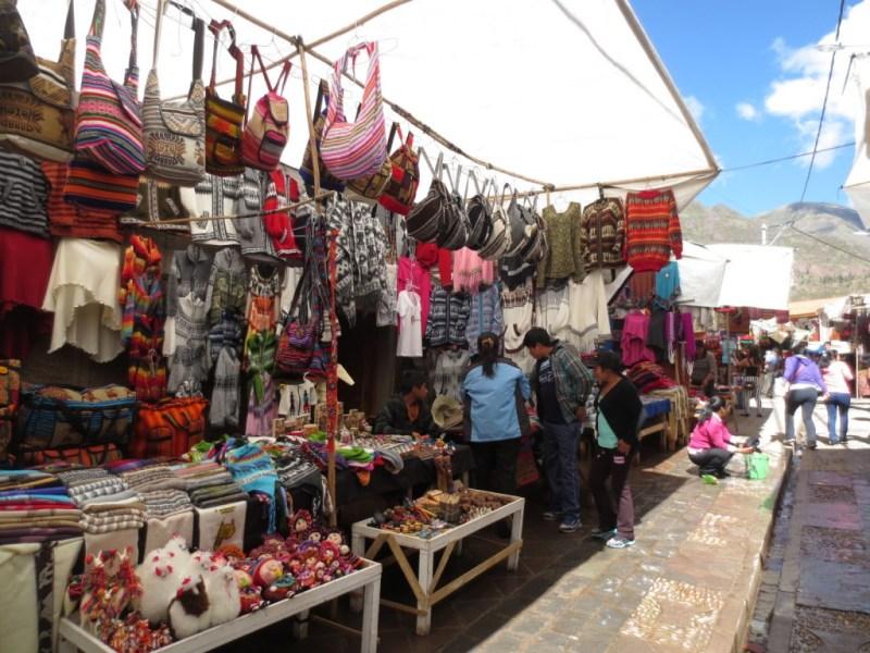 Feira de artesanatos típicos de Pisac