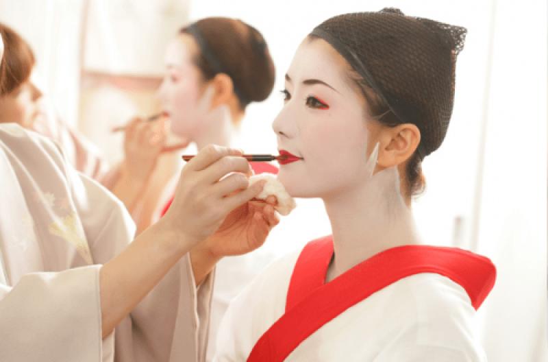 Maquiagem (foto retirada do site maiko-henshin.com)