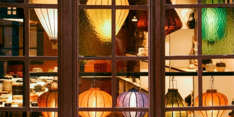 lanterns-in-a-storefront