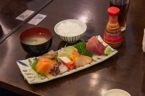 I-Japao.BR-Espac?o-Kazu-Verdadeiro-resumo-da-culinaria-oriental-serve-desde-sushi-ate-lamen-udon-e-diversos-pratos-para-quem-quer-ir-alem-do-basico